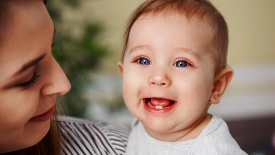 Bebeklerde diş çıkarma belirtileri nelerdir? Diş çıkarma sürecinde dikkat edilmesi gerekenler