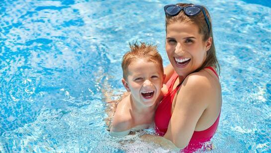 Çocuğunuza yüzmeyi öğretmek için 7 ipucu