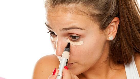Gözlerinizi Daha Küçük Gösteren Makyaj Hataları
