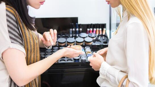 Doğru makyaj ürünleri nasıl seçilir? İşte ipuçları...