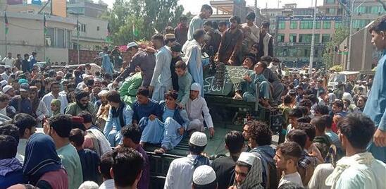 Son dakika haberi: Afganistanda son durum... Kaçışın tek adresi Binlerce kişi havalimanına akın etti