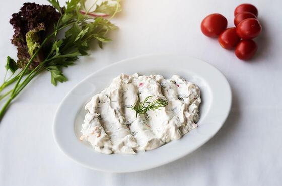 Yoğurtlu arpa şehriye salatası hem doyurucu hem de besleyici