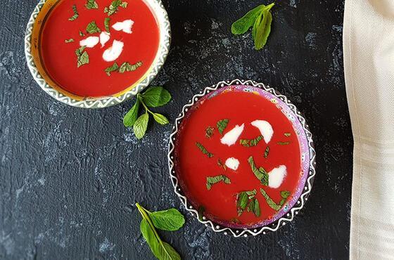 Rengi ve tadıyla sofralarınıza çok yakışan bir çorba bu