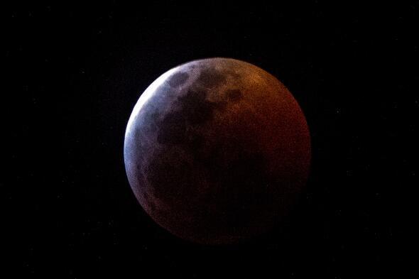 Dünyadan Kanlı Ay Tutulması manzaraları