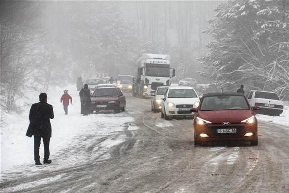 Kütahyada araçlar saatlerce yolda kaldı