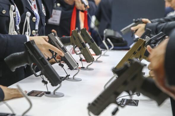IDEFte silahlara büyük ilgi