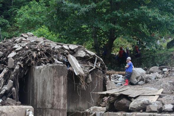 Araklıda sel felaketindeki yıkım fotoğraflarda
