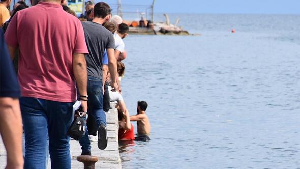 Sinopta panik anları Elektrikli motosikletli 2 kadın denize uçtu