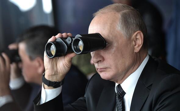 Binlerce asker, yüzlerce uçak... Putin gözünü bir an olsun ayırmadı