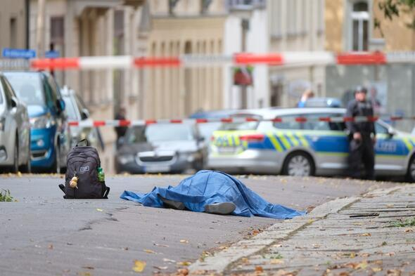Almanyada sinagog önünde silahlı saldırı: 2 ölü