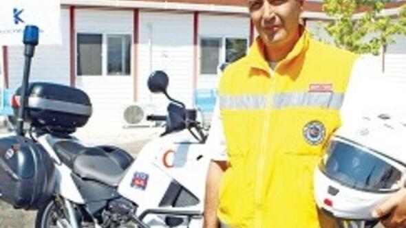 Motosikletli doktor geliyor
