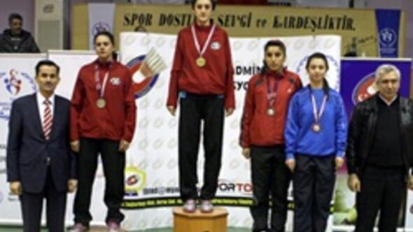 Badmintonda gençler yarıştı