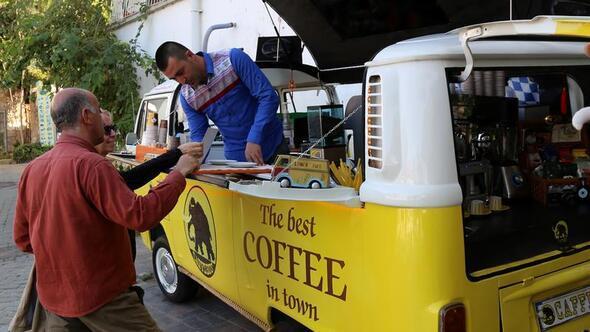 Avrupadan esinlendi, minibüste kahve satıyor