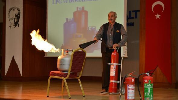 Konyaaltı Belediyesinde yangın ve ilkyardım eğitimi