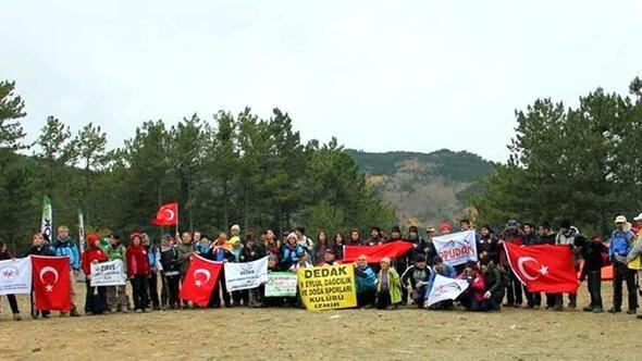 Dağcılardan Atatürk anısına zirve yürüyüşü