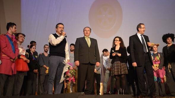 """""""Çılgın Dünya"""" Eskişehir'de İlk Kez Sahnelendi"""