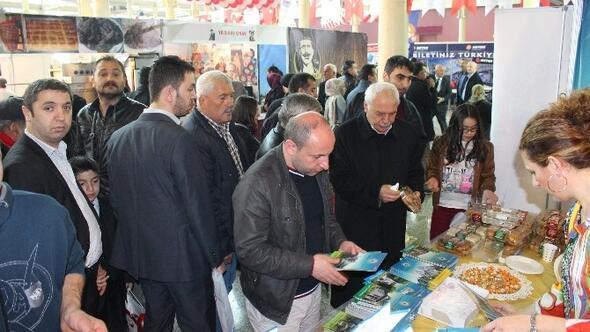 İstanbul Valisi Şahin, Tekkeköy Standını Ziyaret Etti