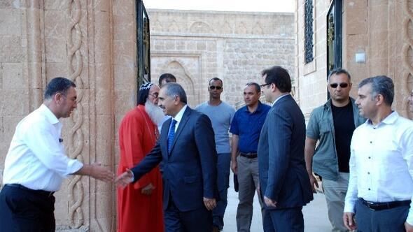 Mardin Valisi Koçak, Bin 618 Yıllık Mor Gabriel Manastırını Ziyaret Etti