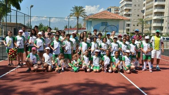 Bileydi Tenis Kortları, Kapılarını Öğrencilere Açtı
