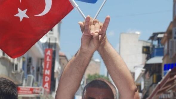 """Devli: """"Türk Milleti Uyan Kardeşin Katlediliyor"""""""