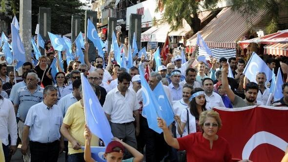 Antalya'da Uygur Bölgesinde Müslümanlara Yönelik Uygulamalar Kınandı