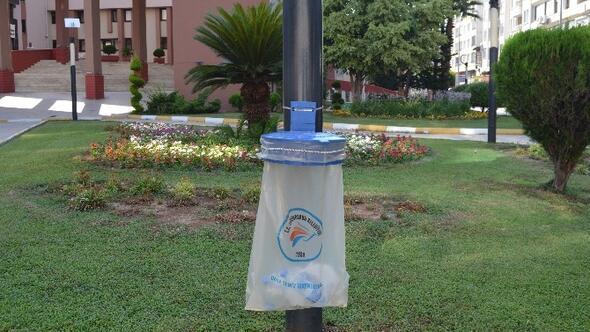 İskenderun Caddelerinde Poşetli Portatif Çöp Kutuları Dönemi