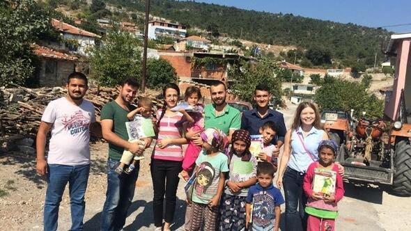 CHP'li Gençlerden Somalı İhtiyaç Sahibi Çocuklara Kırtasiye Malzemesi