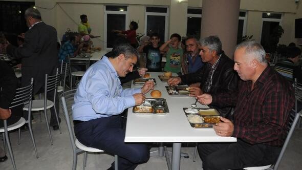 Başkan Alıcık, Alevi Kültür Derneğinde 4. Gün İftarına Katıldı