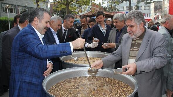 Akyazı Belediyesi Aşure Dağıttı