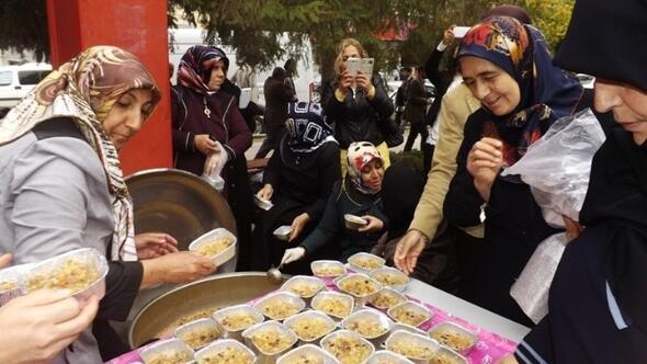 AK Partili Kadınlardan Aşure Dağıtımı