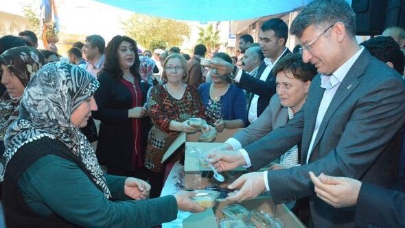 AK Parti Milletvekilleri Aşure Dağıttı