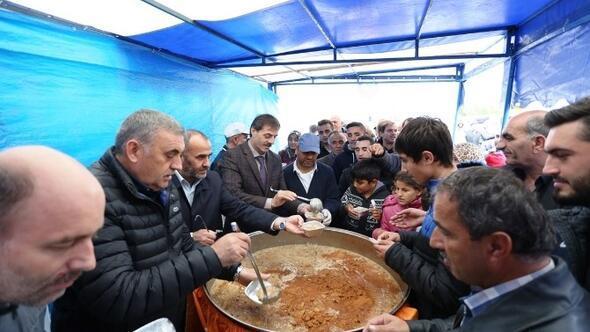 Serdivan Belediyesi 3 Bin Kişilik Aşure Dağıttı