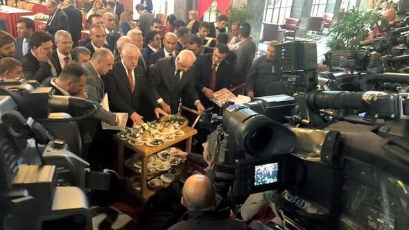 Meclise Kaydını Yaptıran Erdoğan Rozetini Araban Belediye Başkanı Özdemir'e Taktırdı