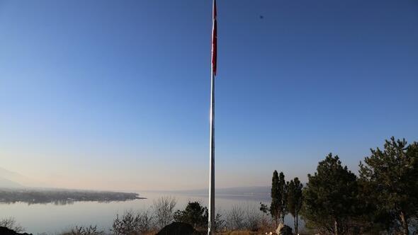 Sapanca Seyir Terasına Bayrak Dikildi