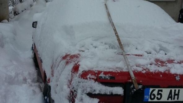 Gevaş'ta Yoğun Kar Yağışı
