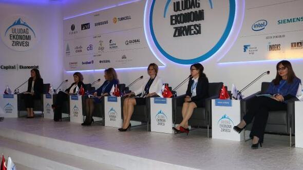 (Fotoğraflı Bülten Dağıtımı) Uludağ Ekonomi Zirvesi - İş Kadınları İşte Daha Fazla Kadını Tartıştı