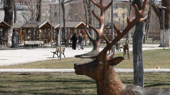 Karsta park ve bahçelerde bahar temizliği