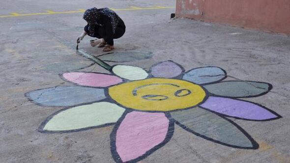 Gönüllü öğretmenlerden çocuklara oyun alanı