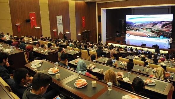 Başkan Gökçek, gençlerle Ankarayı tartışıyor