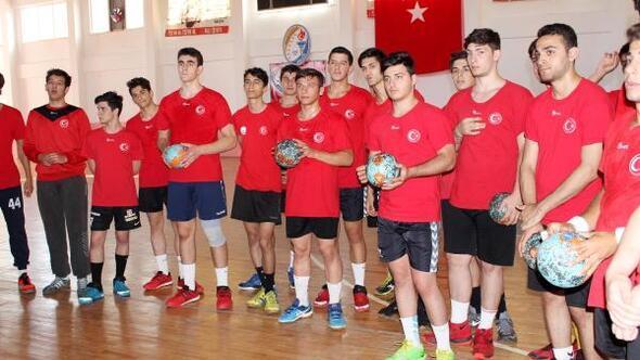 U18 Hentbol Milli Takımı Serikte kampa girdi