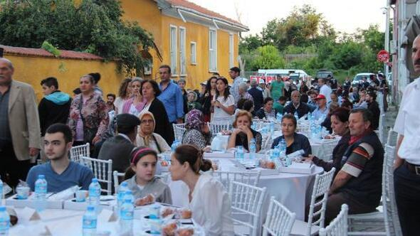 Büyük sinagogda iftar, üç dini bir araya getirdi