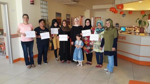 Hanımlar çocuk bakıcılığı kursu sertifikası aldı