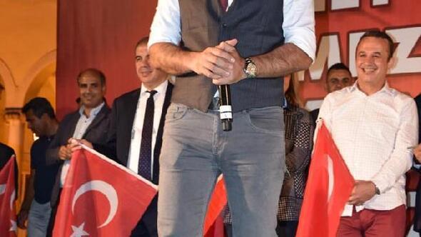 Ünlülerden İzmirdeki Demokrasi Nöbetine büyük destek