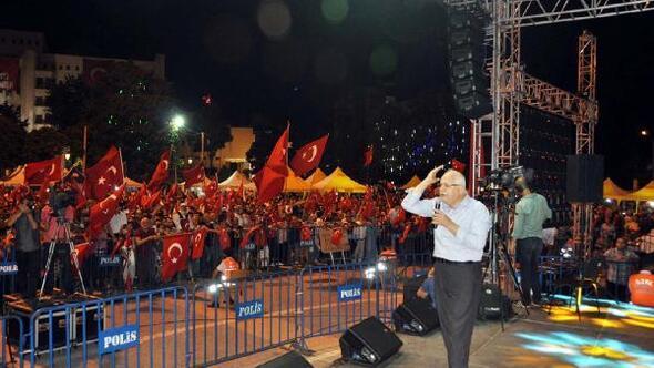 Milletvekili Erdoğan, Demokrasi nöbetindekilerle buluştu