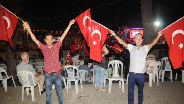 Yüz nakilli Acar ve Sert, demokrasi nöbetinde