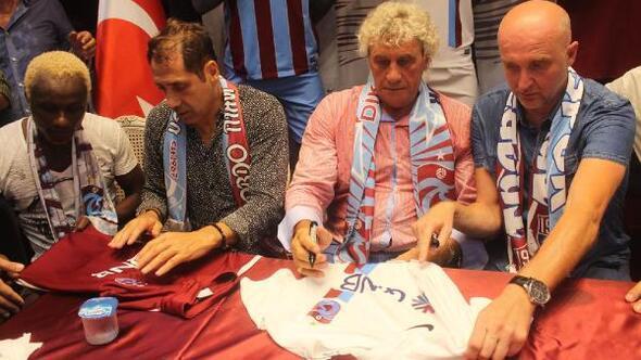 Trabzonspor'un eski futbolcuları taraftarla buluştu