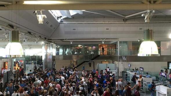 Atatürk Havalimanında Kurban Bayramı tatili yoğunluğu