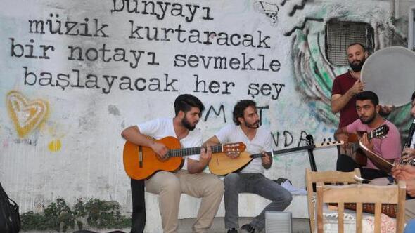 Denizli kumpanyasında sokak sanatçıları birleşti