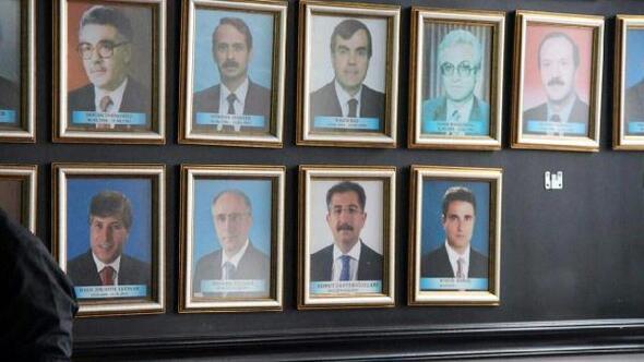 FETÖden tutuklanan eski valilerin fotoğrafları kaldırıldı