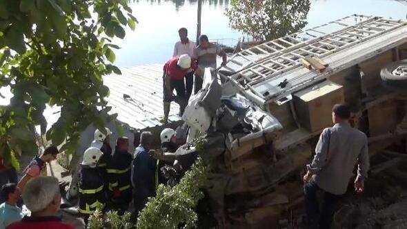 Birecik'te TIR ile kamyonet çarpıştı: 3 yaralı